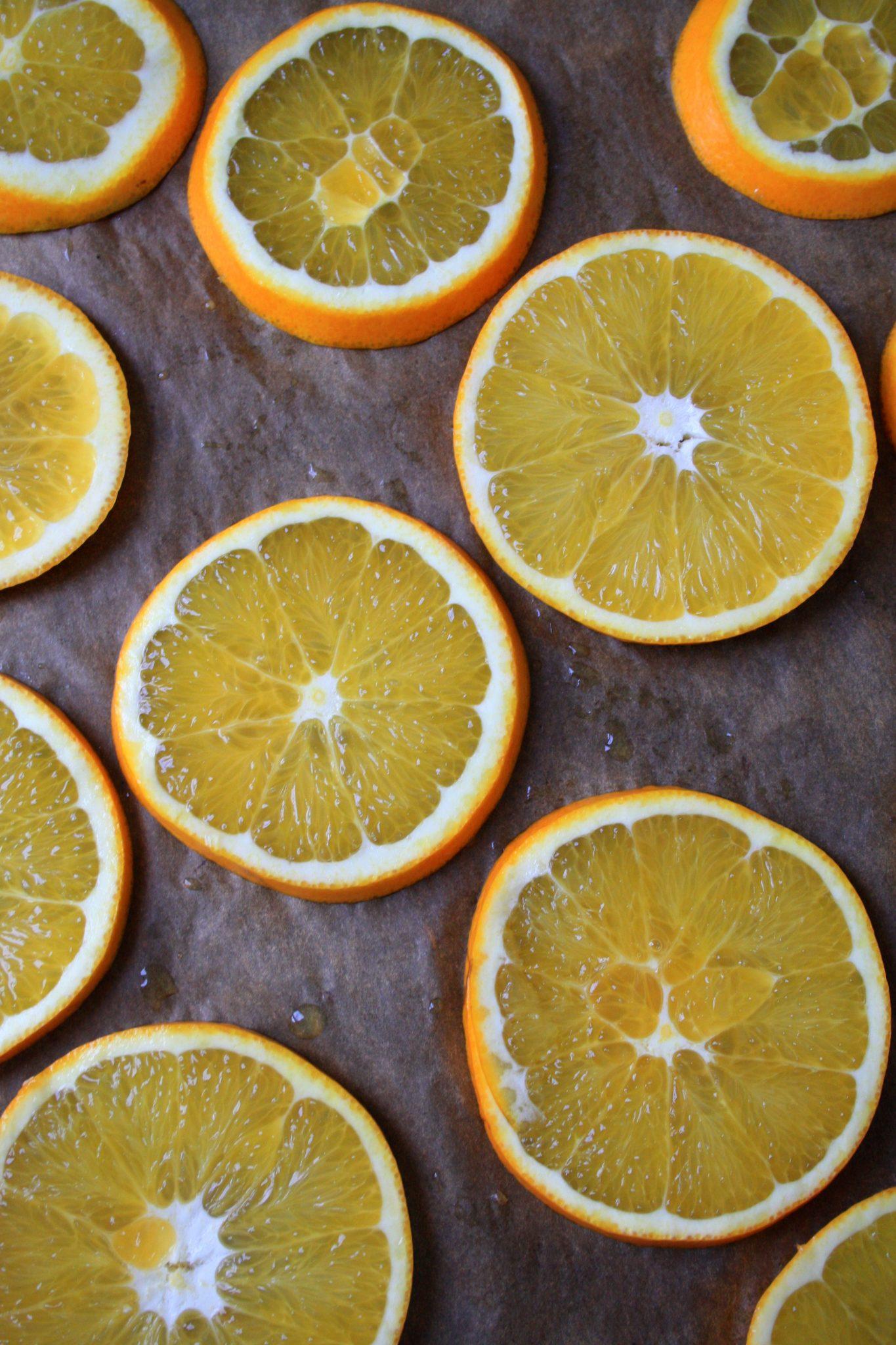 Festtagsgirlande aus Orangen und Cranberries